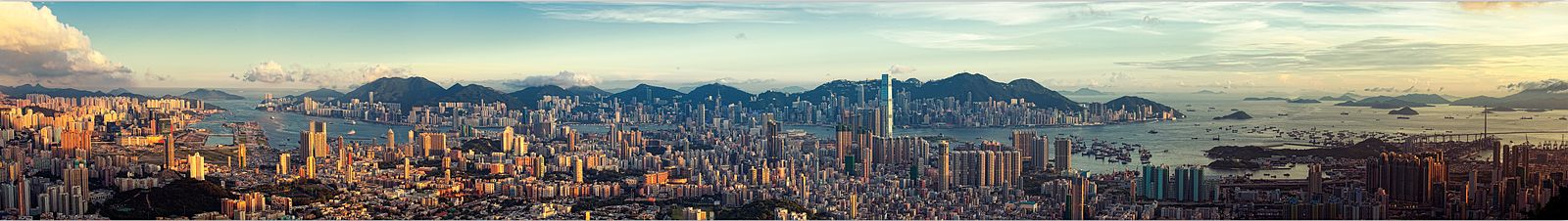 1600px-Kowloon_Panorama_by_Ryan_Cheng_2010