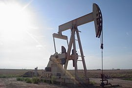 270px-Oil_well