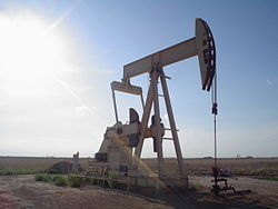250px-Oil_well