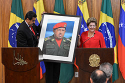 Brazilian President Dilma Rousseff receiving a Hugo Chávez picture from Nicolás Maduro at the Palácio do Planalto, in Brasília, Brazil.