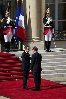 Hollande (right) and outgoing President Nicolas Sarkozy at Élysée Palace on inauguration day, 15 May 2012