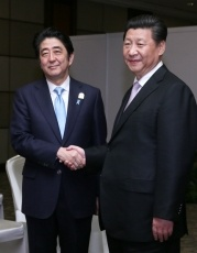 Japanese Prime Minister Abe and Chinese President Xi Jinping