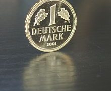 220px-Deutsche_Mark(Gold-2001)